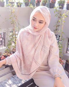 Jose Alfonso Guerra Garcia's media content and analytics Beautiful Hijab Girl, Beautiful Muslim Women, Casual Hijab Outfit, Hijab Chic, Denim Fashion, Hijab Fashion, Video Hijab, Mode Abaya, Muslim Women Fashion
