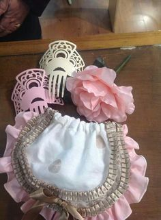 complementos Our Legacy, Beaded Bags, Embroidery, Pink, Beauty, Scrappy Quilts, Basket, Flower Girl Basket, Shoe Bag