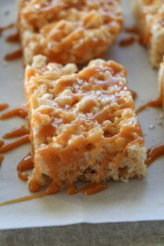 Elevate your Rice Krispie Treats by making these Salted Caramel Rice Krispie Treats! Perfectly sweet, salty, chewy and perfect for sharing! Fall Recipes, Snack Recipes, Dessert Recipes, Dessert Bars, Rice Recipes, Dessert Ideas, Recipies, Popcorn Recipes, Baking Recipes