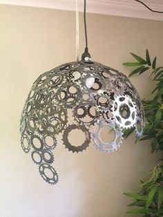 Bike gears lampshade- could be fun, cost effective way to update and add life to. Bike gears lampshade- could be fun, cost effective way to update and add life to seasonality in stores Metal Projects, Metal Crafts, Diy And Crafts, Pimp Your Bike, Recycled Bike Parts, Bike Craft, Gear Art, Bicycle Art, Bicycle Decor