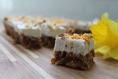 Raw Carrot Cake Bites with Coconut Cream Topping. These bite of spring are… Raw Carrot Cakes, Gluten Free Carrot Cake, Raw Desserts, Dessert Recipes, Sweet Recipes, Whole Food Recipes, Paleo Baking, Cake Bites, Desert Recipes
