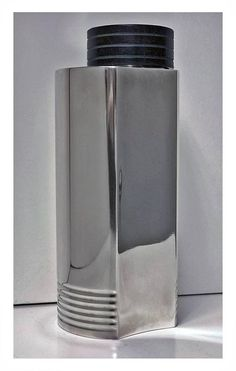 Swedish Art Deco cocktail shaker designed by Folke Arstrom, silver plate and bakelite handle. By G A B workshop circa 1935