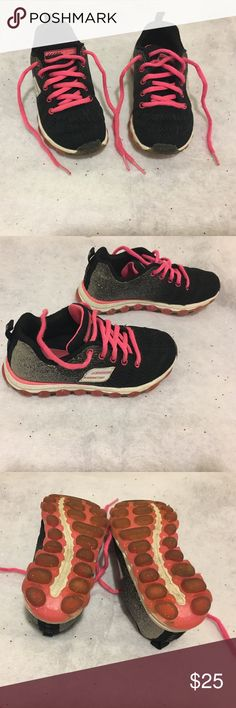 ✨🏃‍♀️Girls SKECHERS AIR Memory Foam Sneakers EUC✨ Ultra -Glitterbeam Padded collar & tongue Skech Knit Mesh one piece fabric upper Ventilated design stabilizing knit panels Subtle metallic ombre effect heel Reinforced embroidered eyelets Comfortably soft lining Shock absorbing supportive midsole layer Heel stripe overlay pull tab Translucent glitter design on traction outsole Double layer Skech-Air sole design with pods for bouncing comfort upper Mesh lining TPR outsole Gel infused memory…