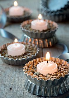 25 ideas to use DIY candles at home Candles have been used in our homes for many years. We often use candles for different purposes in our home, although we no longer use them for lighti. Diy Candles At Home, New Years Decorations, Christmas Decorations, Creation Bougie, Candle In The Wind, Candle Lanterns, Votive Candles, Deco Table, Decoration Table