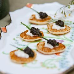 Blini with sour cream and caviar DIY Wedding appetizers Wine Recipes, Gourmet Recipes, Finger Food Catering, Bite Size Food, Ethno Style, Wedding Appetizers, Tiny Food, Clean Eating Snacks, Finger Foods