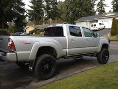 toyota tacoma lifted on pinterest lifted tacoma toyota tacoma 4x4 and toyota tacoma. Black Bedroom Furniture Sets. Home Design Ideas