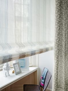 Fabrics and curtains in discreet tones allow other colours to take the foreground without being understated, and they always add an elegant touch. 2017 Decor, Drapery Panels, Traditional Interior, Fabric Shades, Window Treatments, Colours, Curtains, Design, Inspiration