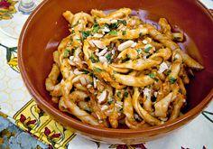 Hemmagjord pasta med rosa pesto på tomat och mandel Frisk, Restaurant Recipes, Pesto, Ethnic Recipes, Corner
