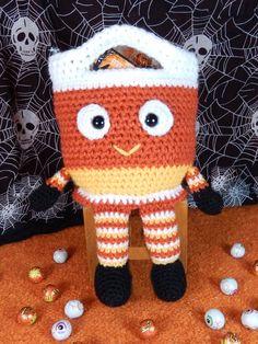 Halloween Bucket Head Bags - Candy Corn, Frank and Scarecrow crochet pattern - Allcrochetpatterns.net