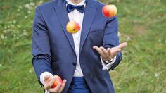 do czego służą jabłka :)  - fragment pleneru ślubnego Kasi i Yoanna