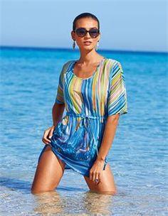 Bedruckte Tunika, Sonnenbrille mit Gläsern im Farbverlauf