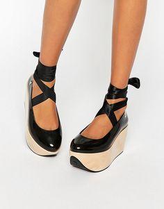 Imagen 1 de Zapatos con plataforma plana gigante Rocking Horse de Vivienne…