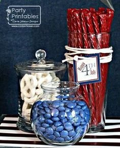 Need frugal and fun of July party ideas? These patriotic party decorations and festive food are perfect for your Independence Day celebration! Fourth Of July Food, 4th Of July Celebration, 4th Of July Party, July 4th Wedding, 4th Of July Ideas, 4th Of July Games, 4th Of July Fireworks, 4. Juli Party, Deco Buffet