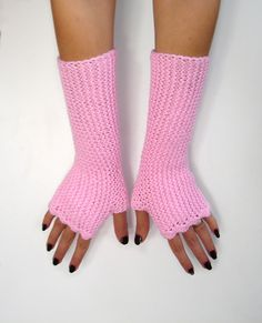 Pink fingerless mittens in soft acrylic texting by TinyOrchids #fingerlessgloves #handknit #armwarmers #TinyOrchids