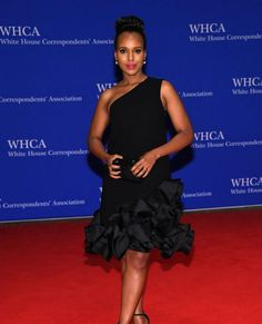 Scandal star @kerrywashington looks FLAWLESS on the White House Corespondents' Dinner Red Carpet. #WHCD : @gettyimages #kerrywashington #whitehouse #thewrap #redcarpet #nerdprom