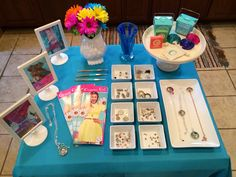 Origami Owl Jewelry Bar Setup Ideas - Find White Square display bowls, linen trays, table clothes and everything you need for your Origami Owl jewelry bar display all in one place - http://astore.amazon.com/owlbar-20
