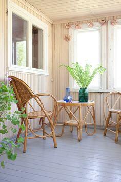 Vihreä talo - sisustusblogi: Kuistin kohennus ja näppärä lattiamaali Outdoor Furniture Sets, Outdoor Decor, Decorating, Home Decor, Decor, Decoration, Decoration Home, Room Decor, Deko