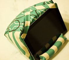 FREE project: Digital Tablet Holder/Stand (from Mandy Made) or some other style of tablet pillow or smart phone pillow