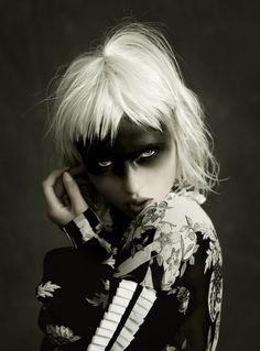 WELL DRESSED FOR THE APOCALYPSE Black Mode, Avant Garde Hair, Foto Fashion, Maquillaje Halloween, Portraits, Foto Art, Black N White Images, Fantasy Makeup, Dark Beauty