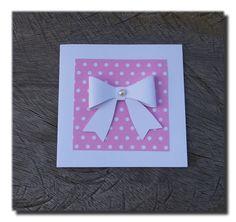 cartão super fofo, decorado com laço confeccionado em papel para scrapobok e aplique de meia pérola ao centro.  Lacinho aplicado sobre moldurinha de papel para scrapbook.  Convite delicado, personalizado é perfeito para convite de batizado, festa de aniversário, chá de bebê, acompanhar presente e outras ocasiões especiais. http://www.elo7.com.br/convite-lacinho-muito-fofo/dp/3E49F6