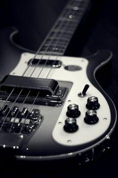 Rickenbacker Bass: