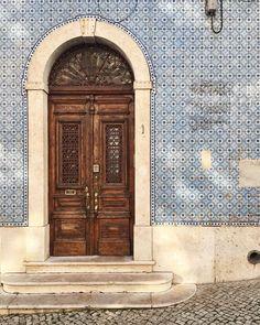 Blue | Classic tiles in blue | Lisbon, Portugal | Photo Xaviquesada