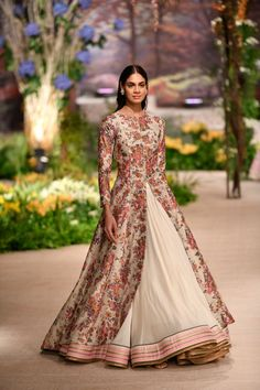 Reynu Taandon - India Couture Week 2018 - 2 I love the skirt and the colour palette but not the top. Indian Wedding Outfits, Pakistani Outfits, Indian Outfits, Dress Wedding, Lehenga Designs, Indian Attire, Indian Ethnic Wear, Indian Designer Outfits, Designer Dresses