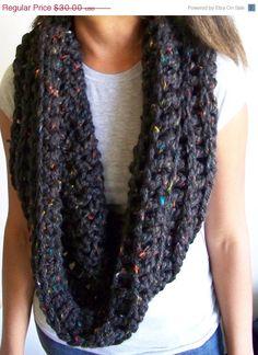 looks like the same yarn I made my socks out of! cute circle/infinity scarf