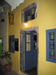 kira thira jazz bar , santorini Jazz Bar, Santorini, Drink, Places, Holiday, Beverage, Vacations, Holidays, Santorini Caldera