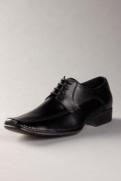 Brawny Oxford by Steve Madden... I have them without laces. I think I need them with now.