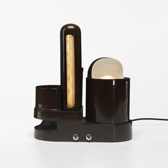 374_1_modern_design_march_2013_gae_aulenti_rimorchiatore_table_lamp__wright_auction.jpg (2000×2000)