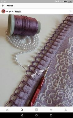 This post was discovered by Eb Filet Crochet, Thread Crochet, Crochet Trim, Crochet Scarves, Knit Crochet, Costura Diy, Sewing Rooms, Sewing Techniques, Sewing Hacks