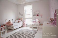 Keski.: Tervetuloa prinsessan huoneeseen. Lastenhuone.