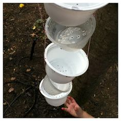 A Childhood Recycle craft List: Hanging Yogurt Cup Waterfall / rain chain Diy Tumblr, Sand And Water, Water Play, Indoor Outdoor, Outdoor Toys, Outdoor Games, Outdoor Decor, Outdoor Play Spaces, Rain Collection