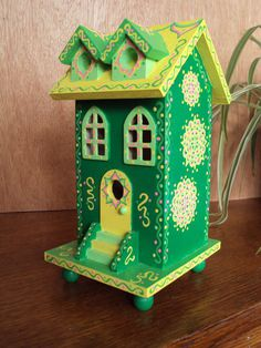Hand painted Enchanted Birdhouse/ Fun Architecture/Home Decor/Green with Yellow Roof/ Whimsical/Flor Birdhouse Designs, Birdhouse Ideas, Bird Houses Painted, Painted Birdhouses, Bird House Kits, Easy Coffee, Bird Aviary, Diy Arts And Crafts, Kid Crafts