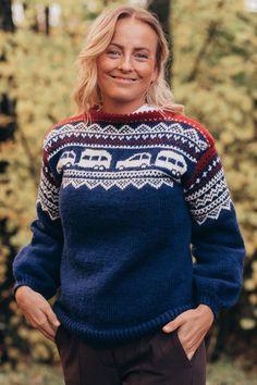 Campinggenseren strikkegenser med campingvogn og bil - Strikkia 2020-023 Drops Karisma, Christmas Sweaters, Pullover, Fashion, Moda, Fashion Styles, Christmas Jumper Dress, Sweaters, Fashion Illustrations