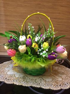 Burlap Ribbon Crafts, Wreath Crafts, Flower Crafts, Basket Flower Arrangements, Flower Centerpieces, Floral Arrangements, Easter Table Decorations, Flower Decorations, Adornos Halloween