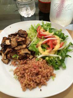 Pechuga de pollo en cama de espinacas y championes con brocoli al vapor y pur de papa  Comidita sana  Broccoli Food y Vegetables