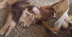 Neil the lion with Tippi Hedren in her home in Sherman Oaks, California, 1971