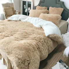 SOFO Coral Fleece Shearling Bedding Set Quilt Cover Bed Sheet Warm Mink Cashmere Cover Pillowcase is hot sale on Newchic with discounts. Velvet Bedding Sets, Luxury Bedding Sets, Comforter Sets, King Comforter, Queen Bedding Sets, Bedroom Themes, Bedroom Sets, Bedroom Decor, Master Bedroom