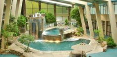 Family-friendly lodge with indoor putting green and two-level pool, close to Great Smoky Mountains National Park Gatlinburg Hotels, Gatlinburg Tn, Gatlinburg Vacation, Tennessee Vacation, Great Places, Places To Go, Indoor Putting Green, Great Smoky Mountains, Gray