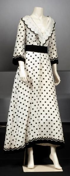 MOLYNEUX circa 1930  Garden party dress in white with black dots