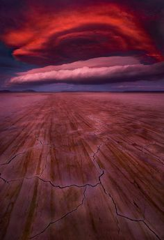 photo by Marc Adamus, from Alvord Desert, Oregon --- Shots of Dramatic Lenticular Clouds -> via My Modern Metropolis Beautiful Sky, Beautiful World, Beautiful Places, Beautiful Landscapes, Amazing Nature Photos, Cool Photos, Amazing Pictures, Fuerza Natural, Lenticular Clouds