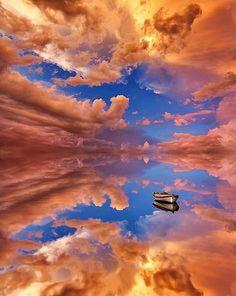 dankzij het licht een mooi en interessant beeld. de wolken vormen eigenlijk een natuurlijke en beschermende wolk om het schip