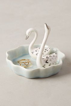 Anthropologie - Swimming Swans Trinket Dish [a gift from my niece] Jewelry Dish, Jewellery Storage, Ceramic Jewelry, Clay Jewelry, Diy Clay, Clay Crafts, Do It Yourself Jewelry, Clay Art Projects, Decoration Bedroom