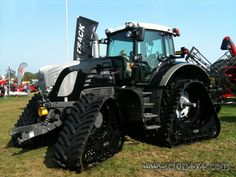 Fendt 936 Black Beauty Soucy Track Tractors, Black Beauty, Vehicles, Germany, Track, Life, Dark Beauty, Ebony Beauty, Runway