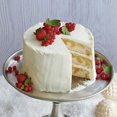 Tiramisù Layer Cake offers the delicious flavor of traditional tiramisù but the decorating opportunities of a layer cake. Tiramisù Layer Cake will definitely be a crowd pleaser! Cupcakes, Cupcake Cakes, White Christmas Desserts, Christmas Cakes, Christmas Ideas, Just Desserts, Dessert Recipes, Italian Desserts, Dessert Ideas