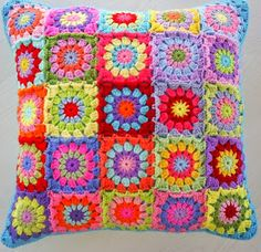 the patchwork granny square cushion cover Crochet Home, Love Crochet, Crochet Crafts, Crochet Yarn, Yarn Crafts, Beautiful Crochet, Crochet Motifs, Crochet Squares, Crochet Granny