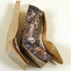 Slöjden - Carving a wooden spoon from bent wood.:
