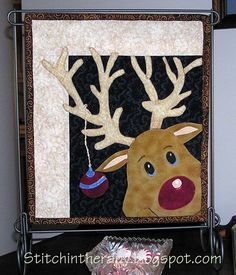 """= free pattern (template) = """"Rudy"""" mini quilt by Stitchin' Therapy: Christmas Quilt project Christmas Quilt Patterns, Christmas Applique, Felt Christmas Ornaments, Christmas Sewing, Noel Christmas, Christmas Crafts, Christmas Quilting, Christmas Blocks, Xmas"""